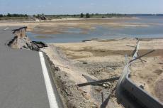 An der Durchbruchstelle der Mulde in den Seelhausener See beim Hochwasser 2013